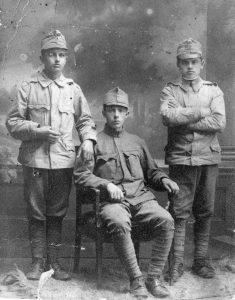 יאיר מן (יושב באמצע) עם גיוסו לצבא האוסטרו-הונגרי במלחה''ע הראשונה. וינה, 15.10.1914