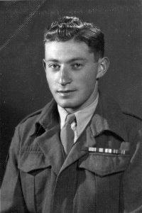 יוסף מן (בר-אור) עם שחרורו מצבא בריטניה, 24.2.1947