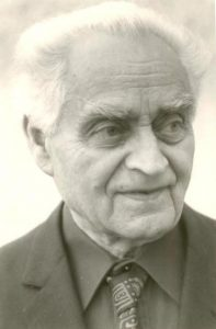 ישראל כהן. נולד באולשקובצ'ה. פעיל בחלוץ ובפועל הצעיר. איש ספר, ספרות ועריכה.