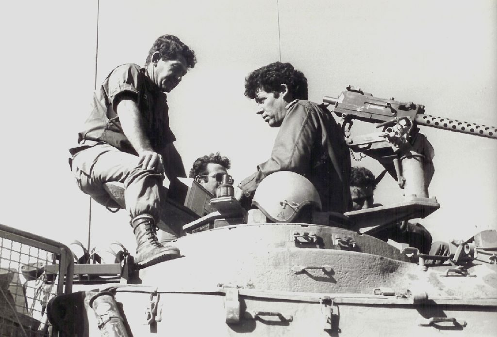 לוי מן (משמאל) עם המח''ט אוֹרי אור במלחמת יום הכיפורים בגולן, 1973