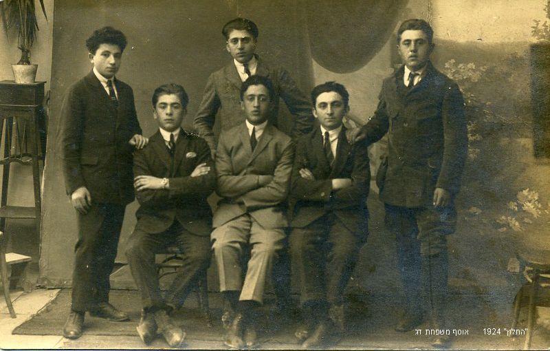 תנועת החלוץ בצ'ורטקוב אוסף משפחת דג Hachalutz movement in Czortkow (5)