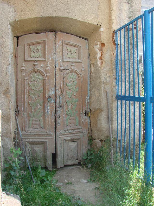 דלתות בית הכנסת השיל