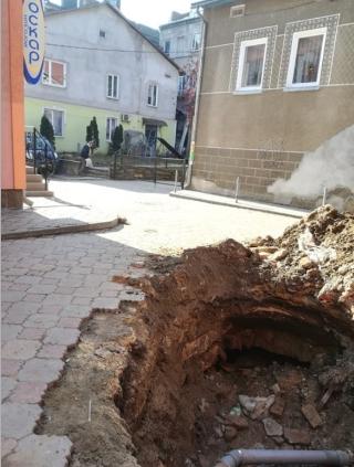 תיקון צינור מים ברחוב בצ'ורטקוב