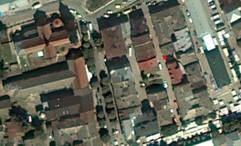 תמונת מרכז העיר ממבט ציפור. נקודה אדומה סימון הבית בסמוך לו נחשף המרתף צ'ורטקוב Czortkow Chortkiv