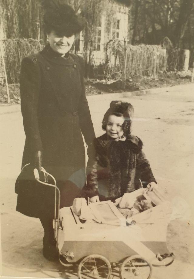 שטרנברג פניה ורותי 1938